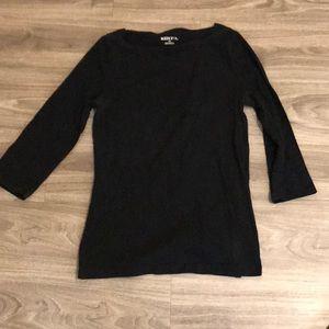 Quarter sleeve boatneck black top.